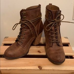 Daisy Fuentes ankle lace up booties size 8